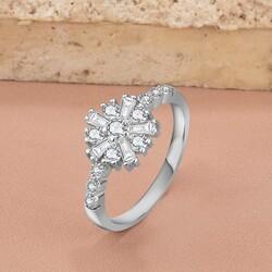 Anı Yüzük - 925 Ayar Özel Tasarım Kar Tanesi Motifli Zirkon Taşlı Bayan Yüzüğü