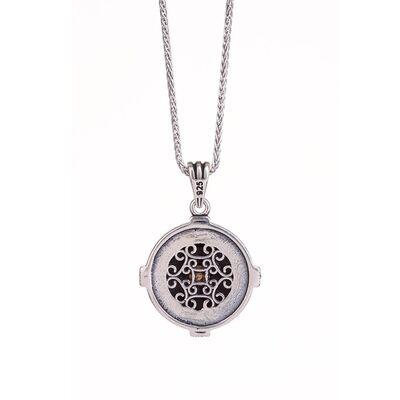Pusula Detaylı Estetik Dalgalı Kaplangözü Zeminli Gümüş Yön Kolye